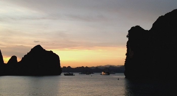 Bai Tu Long Bay_Atardeciendo...