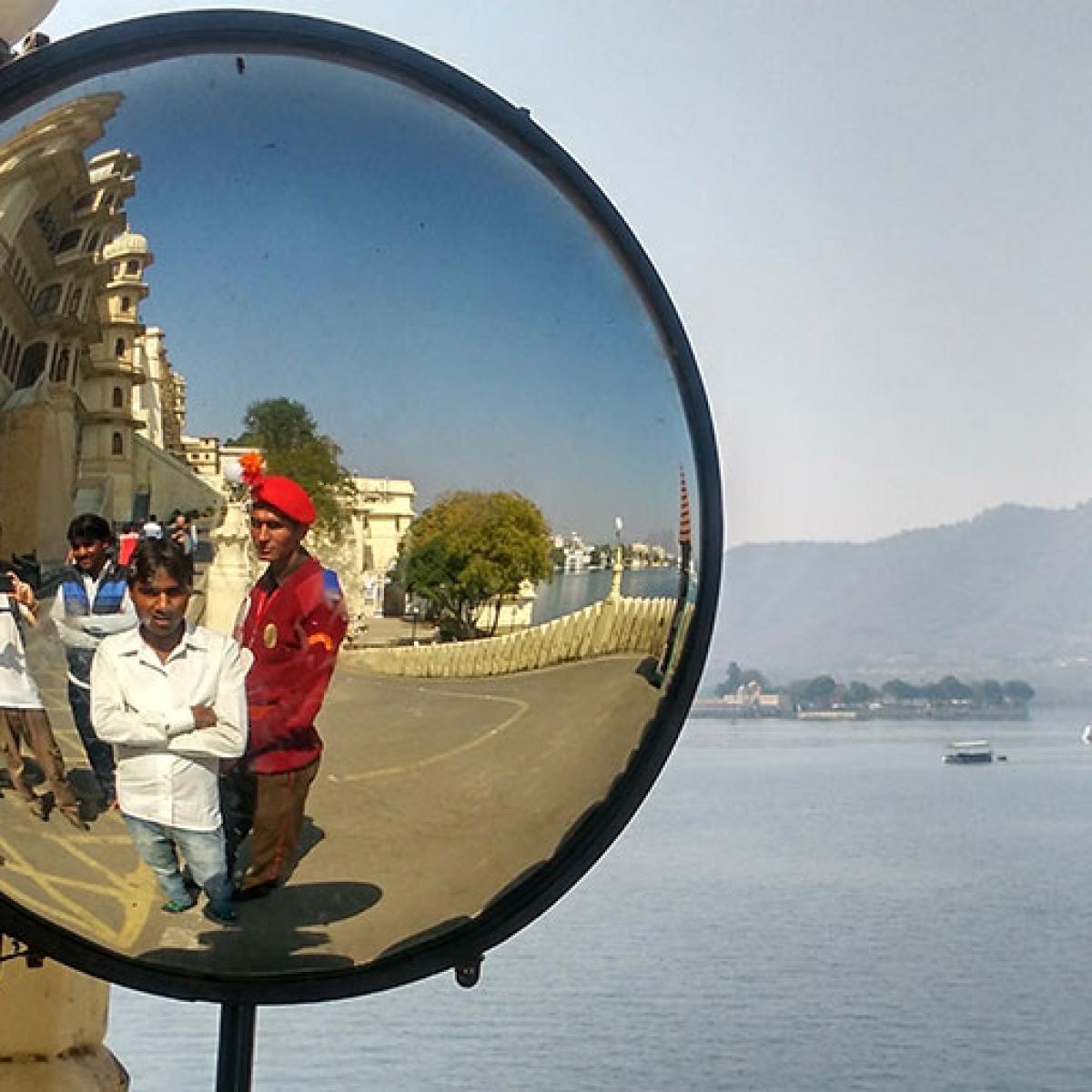 Indios posando con el turista