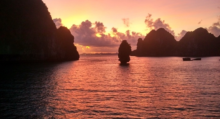 Bai Tu Long Bay_Amaneciendo