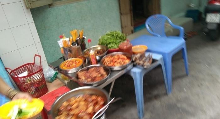 Hochimin_vida en la calle_A mesa puesta