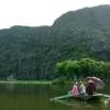 Tam Coc_Quique y Mary navegando
