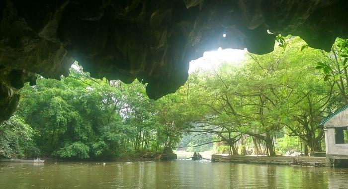 Tam Coc_Saliendo del túnel-cueva